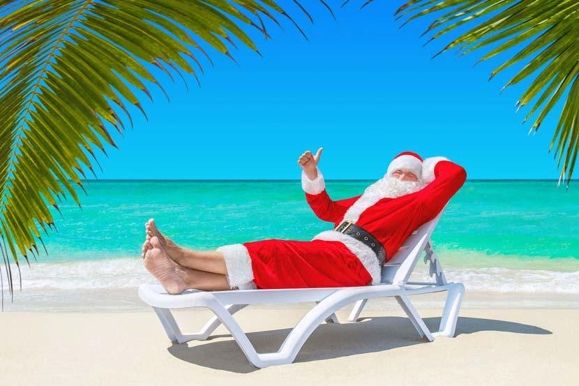 Noël aux Antilles : Père Noël sur la plage